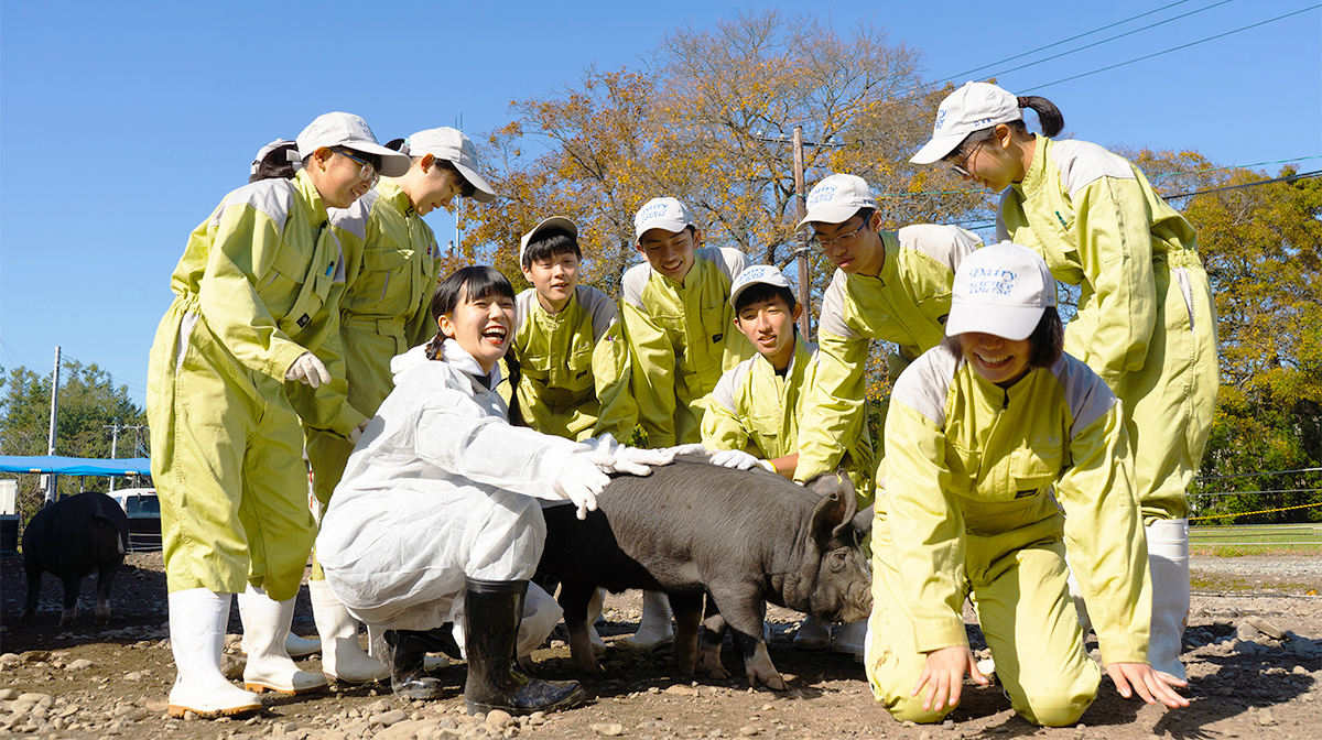マンガ『銀の匙』の舞台・帯広農業高校へ!地下アイドルが畜産エリートと1日農業体験
