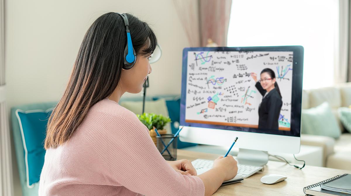 【コロナ自粛】通常授業と遜色なく学べるって本当?準備が進むオンライン講義について、先生に聞いてみた